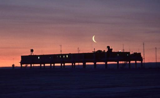 Moon over Halley5